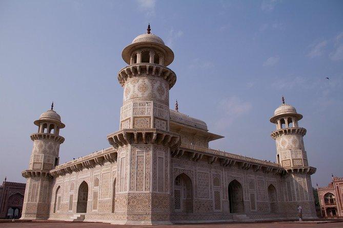 4 Day Spiritual and Heritage Tour: Varanasi & Agra from Delhi