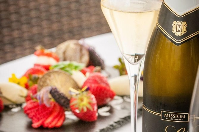 Twilight Progressive Winery Tour Including 3-Course Meal and Matching Wines