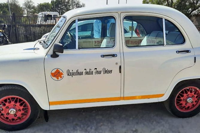Private Jaipur Tour by Classic Vintage Car with Guide