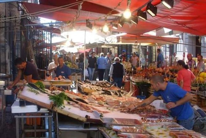 "TOUR PALERMO ARABA ""A dip in the historical markets and Street Food"""