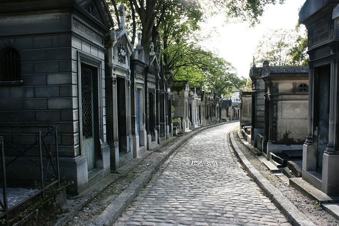 Pere Lachaise Cemetery | Private Walking Tour