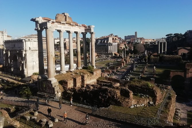 Discovering Roman's history: tour inside Colosseum, Palatine Hill and Roman Forum