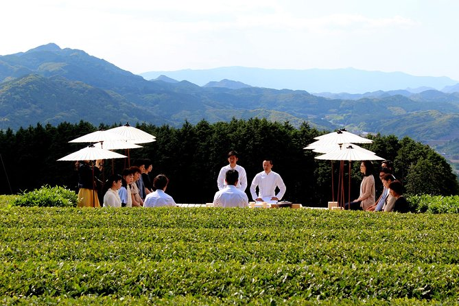 "Outdoor Tea Ceremony at ""Tenchadai"""