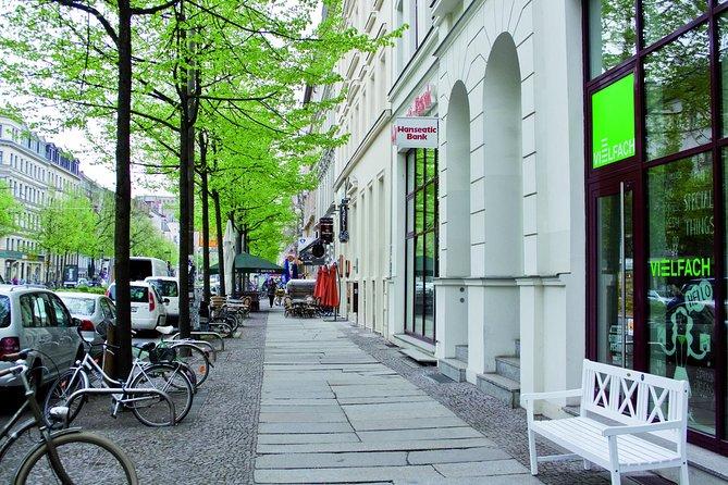 Individual scavenger hunt city tour through Leipzig's southern suburb