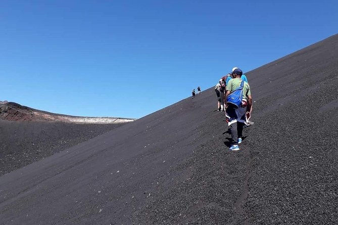 6. Hike to the crater of Little Pico 2014, on the volcano of FOGO