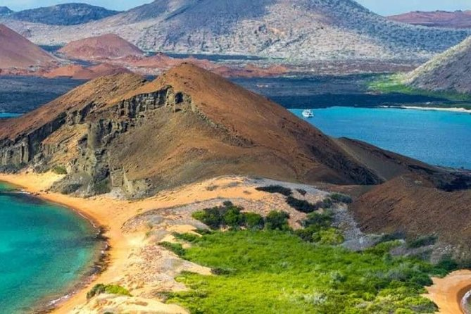 Tour Quito and Galapagos 6 days / 5 nights