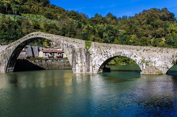 Garfagnana Tour from Lucca: Tastes and views.
