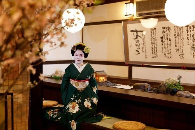 ‹Lunch time› Private time with maiko at a high-class Japanese-restaurant