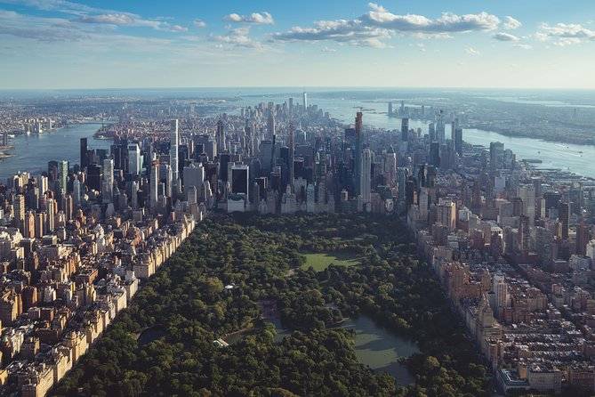 NYC Private Luxury Airport Transfers to Manhattan (Curbside Pick-Up)
