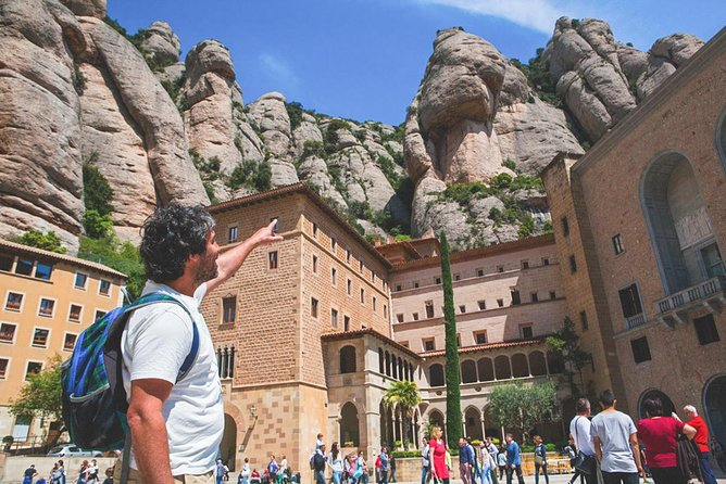 Private tour to Montserrat. The most complete tour, Cable car & meal included
