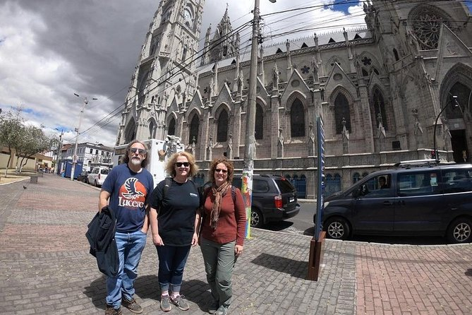 Full-Day Private Tour in Quito Colonial & Cable Car Ride with Volcano Hike