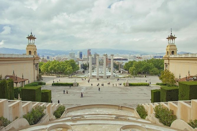 Contrasts Tour Barcelona 8 hours -Reduced group pick up hotel from Barcelona