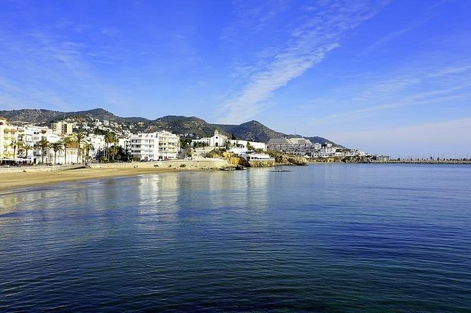 Montserrat wine tasting & Sitges -Reduced group hotel pick up from Barcelona