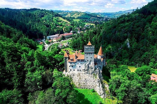 Bran Castle of Dracula Yourself : Private Round-Trip Transfer from Brasov City