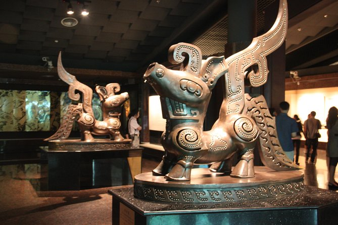 Chengdu Panda Base and Sanxingdui Museum Day Tour