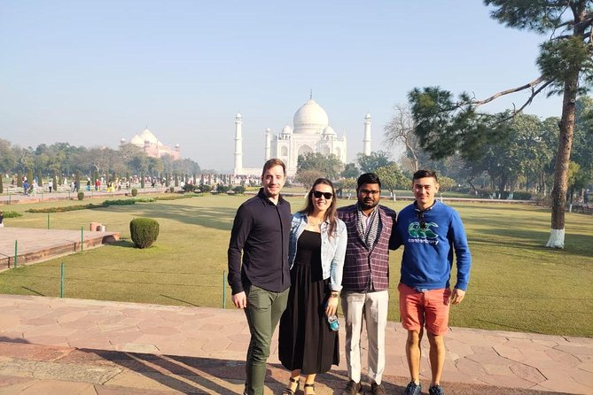 Private Full-Day Tour of Taj Mahal and Agra by Express Train