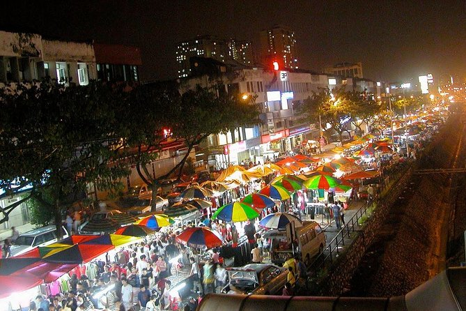 PRIVATE TOUR: The local night market with all its gastronomic glory!
