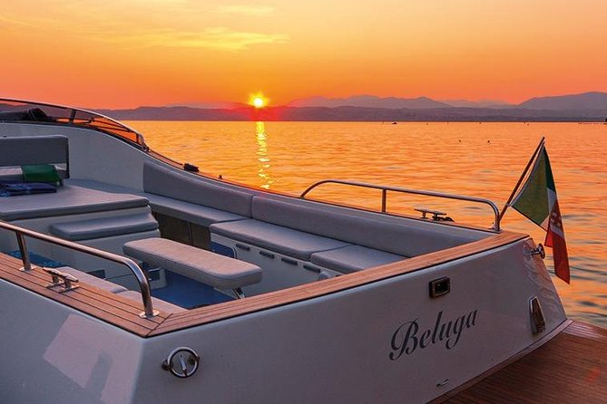 Lake Garda: 30-minutes Sirmione Sunset Boat Tour with Prosecco
