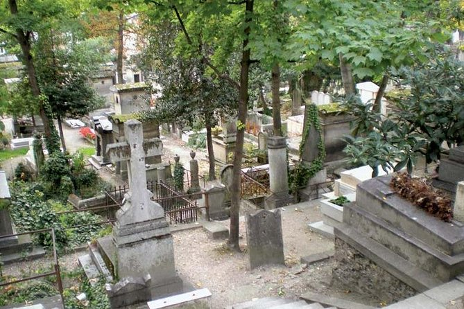 Père Lachaise Tour : The Most Visited Graveyard in The World