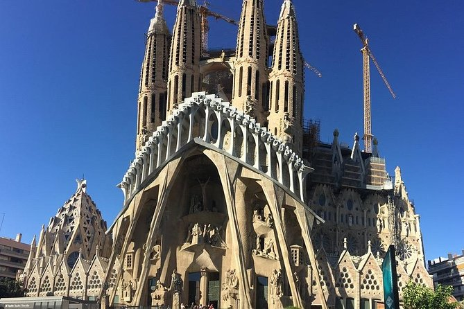 Barcelona Tour -Reduced group and hotel pick up from Salou / Tarragona