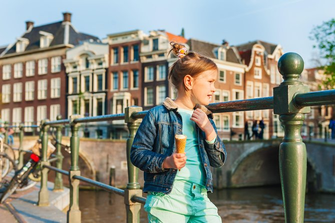 Amsterdam: Kid-Friendly Barge Cruise, Canal Museum & City Walk Private Tour