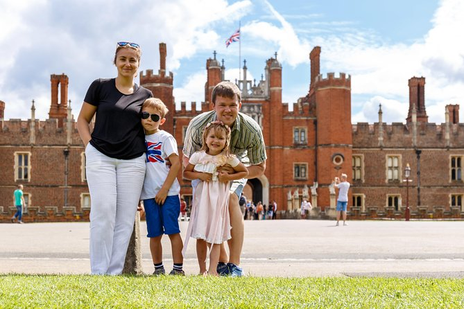 Kid-Friendly Hampton Court Palace Tour in London with Blue Badge Guide