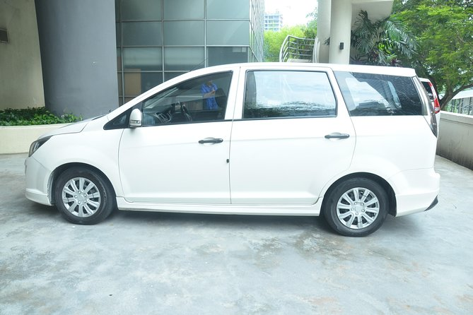 Private Transfer: Malacca Hotels or Apartments to Kuala Lumpur Airport Transfer