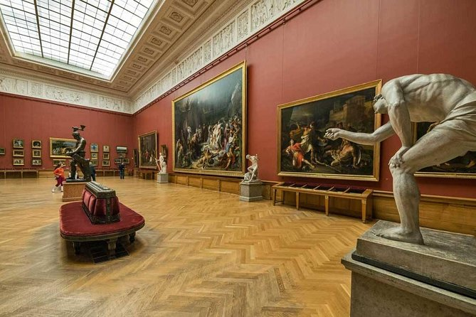 Russian Museum Guided Tour and Sightseeing Tour around the Square of Fine Art