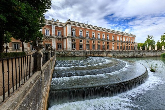 Private Full Day tour from Madrid to Aranjuez and Chinchón with hotel pick up