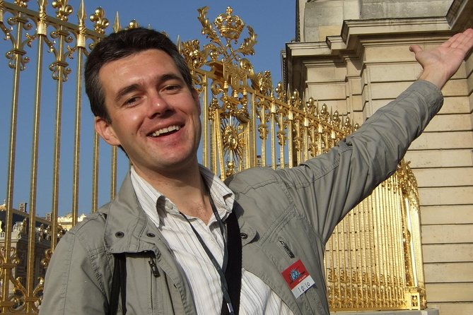 Skip the Line Louvre Museum with Experimented and Professional Tour Guide