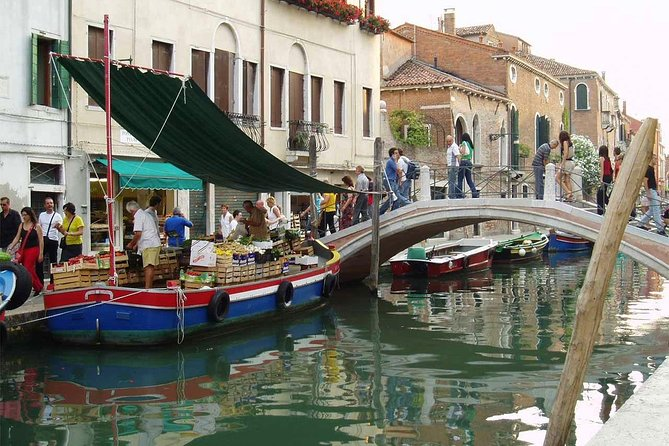 Unusual walk with happy ending (free tour to Murano included) - SEMI PRIVATE