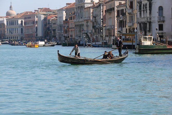 Unusual walk with happy ending (free tour to Murano included)
