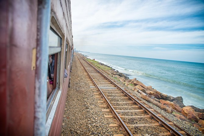 Private Full-Day Colombo Tour with Coastal Train Ride