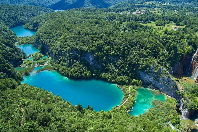 Transfer from Zagreb to Split with UNESCO Plitvice lakes stop