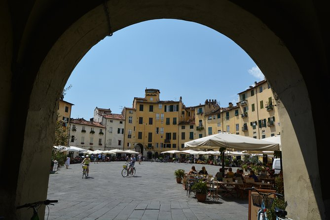 2-Hours Relax Walking Tour Through Lucca