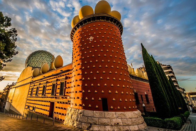 Barcelona: Girona, Figueres & Dalí Museum Day Tour