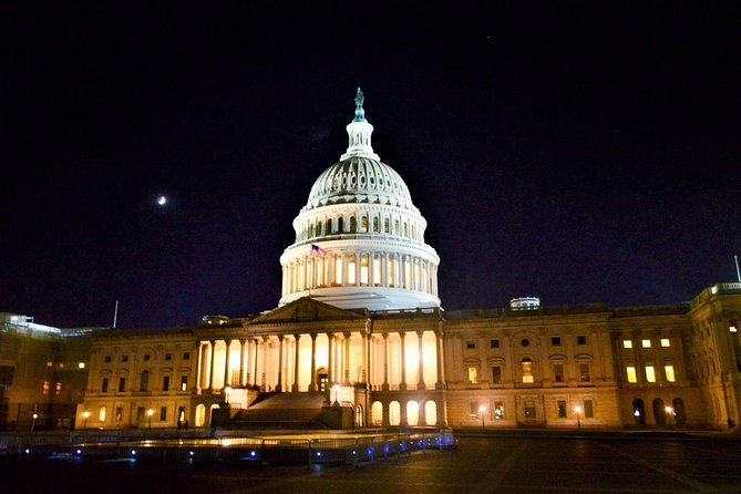 Washington DC Night-Time City Tour with Stops at Top Attractions (Small-Group)