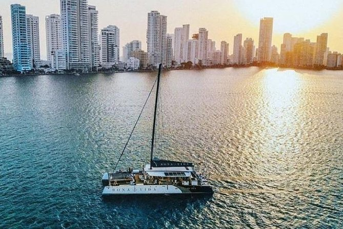 Catamaran Sunset Experience in Cartagena with Dinner
