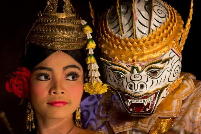 Traditional Khmer Dance show and Buffet Dinner (Free pick up)