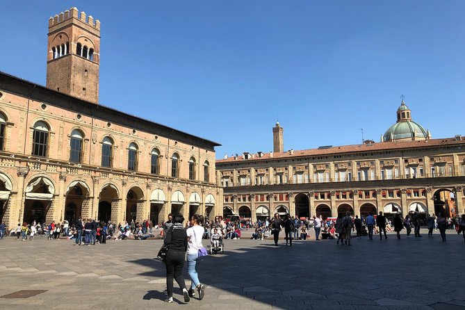 Best walking tour of Bologna