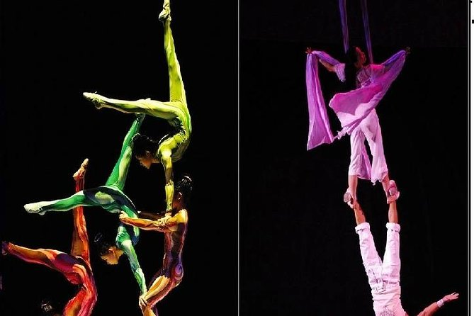 4-Hours Acrobatic Show and Evening Walk The Bund in Shanghai