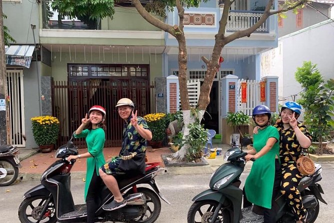 Back of Bike tour With Discovering Local Food and Local Life