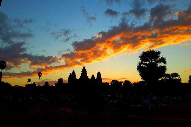 Angkor Wat Sun Rise by Tuk Tuk Full Day private Tour