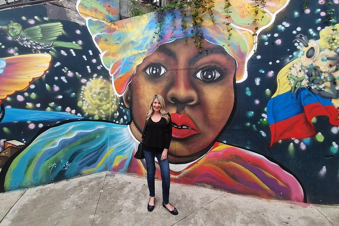 The Best Comuna 13 Graffiti Tour, Plaza Botero and Cable cars