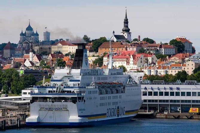Old Tallin City Center Walking Tour with Port Pickup