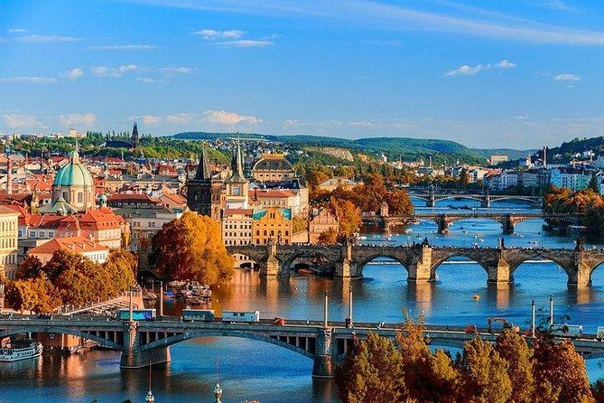 Transfer from Budapest to Prague: Private sightseeing daytrip with two stops