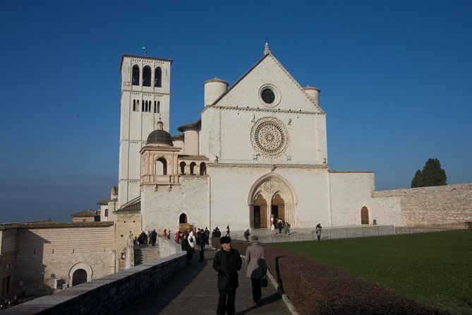 Relaxing walking tour of Assisi