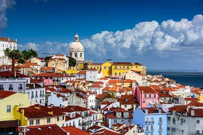 Discover the charm of the Historic Part of Lisbon aboard the Pink Tuk