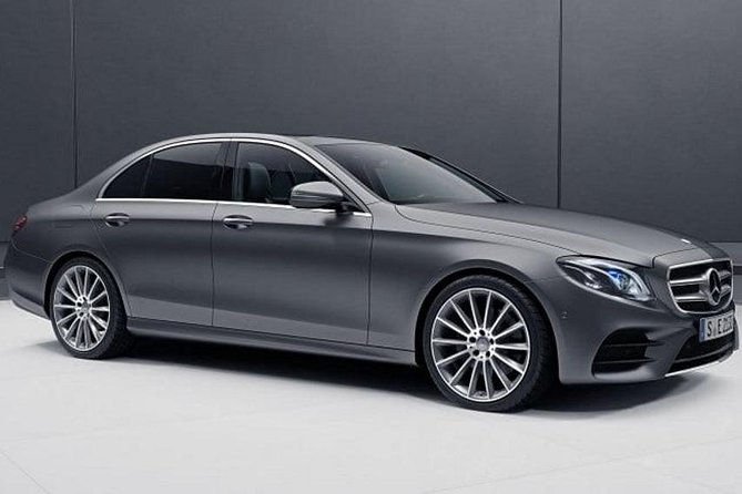 Airport Private Transfers in Business Car