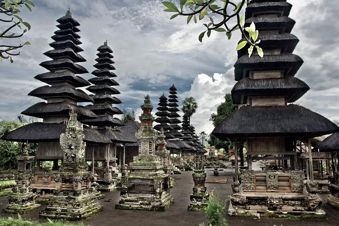 Bali Full-Day Private Tour to Tanah Lot and Uluwatu Temples